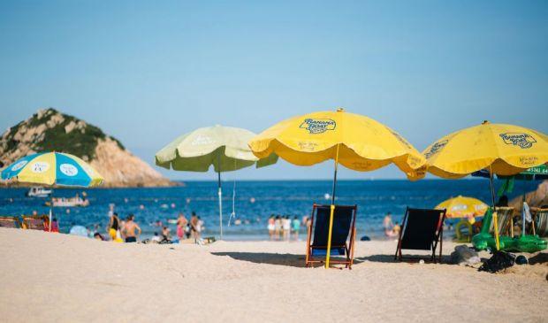 Spiagge aperte dal 1° maggio: come, quando e chi riapre gli ombrelloni