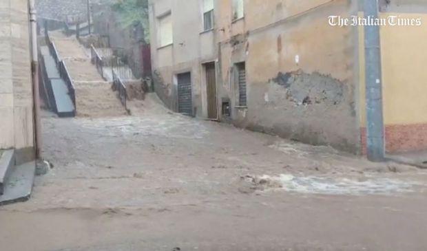 Alluvione a Bitti, in Sardegna: le immagini dell'onda di acqua e fango