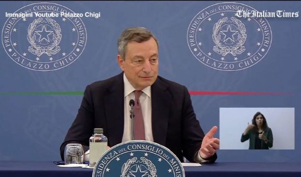 Draghi a Salvini: appello a non vaccinarsi significa invitare a morire