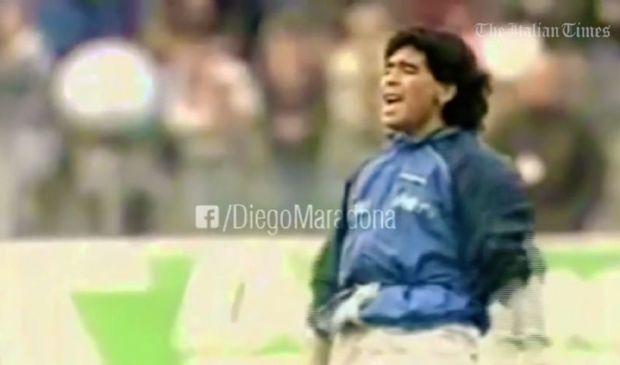 """Maradona, Napoli-Bayern Monaco: palleggia sulle note di """"Live is life"""""""