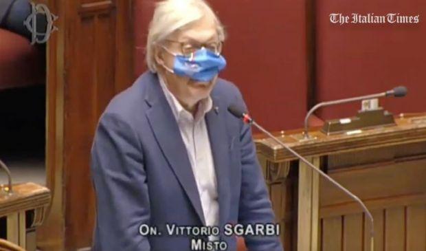 """Sgarbi show alla Camera dà del """"fascista"""" al Presidente Roberto Fico"""