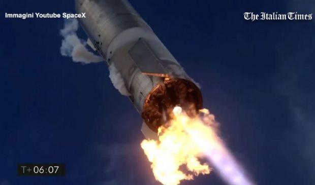 SpaceX, razzo Mars Rocket esplode dopo l'atterraggio ma è un successo